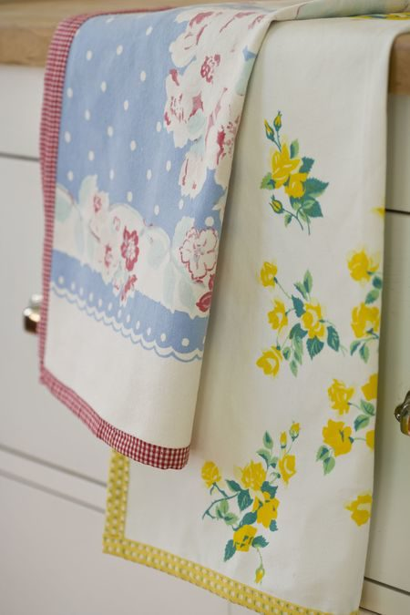 How to Make Dish Towels from Vintage Tablecloths