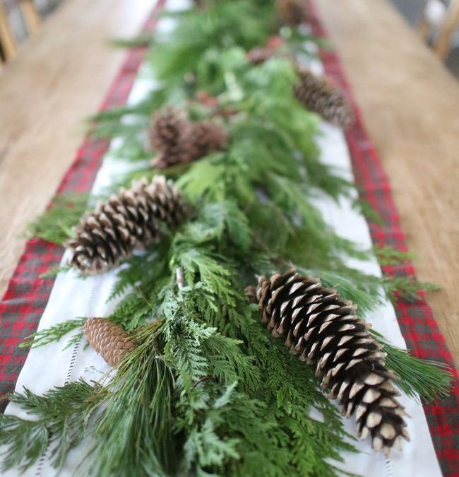 How to Make a Christmas Tablescape
