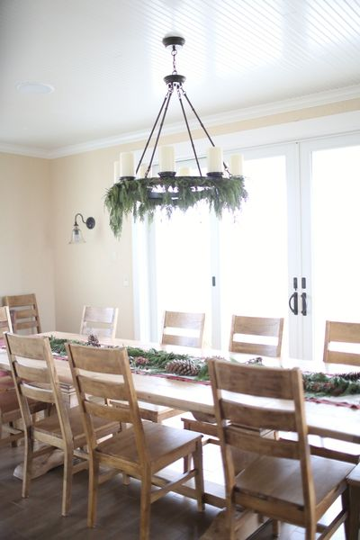 Multiple Ways to Use a Garland for Decorating