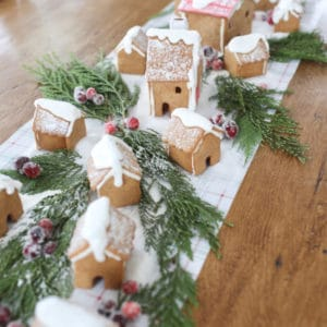 Gingerbread House Centerpiece Tablerunner