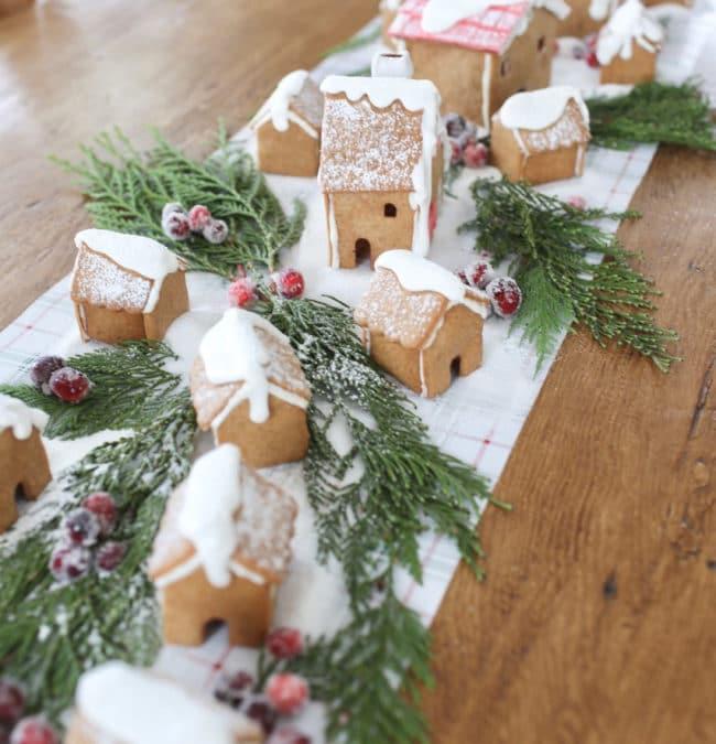 Gingerbread House Centerpiece Tablerunner